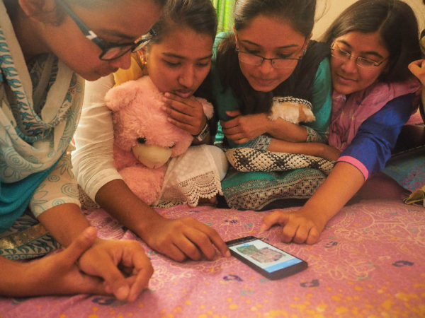 Teenagers in Bangladesh using Webmaker